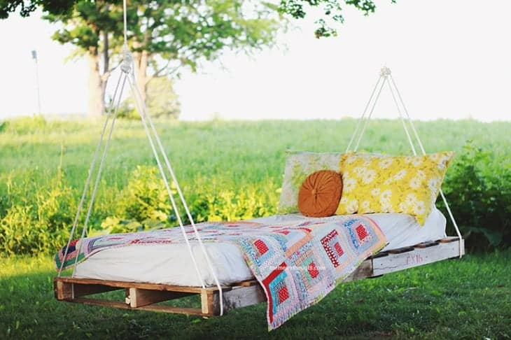 12 Pallet DIY Ideas to Spruce up Your House