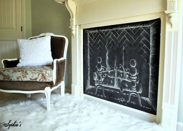 I love this post that shares DIY Chalkboard ideas for the walls and for the house! #chalkboards #chalkboarddiy #decoratingwithchalkboards